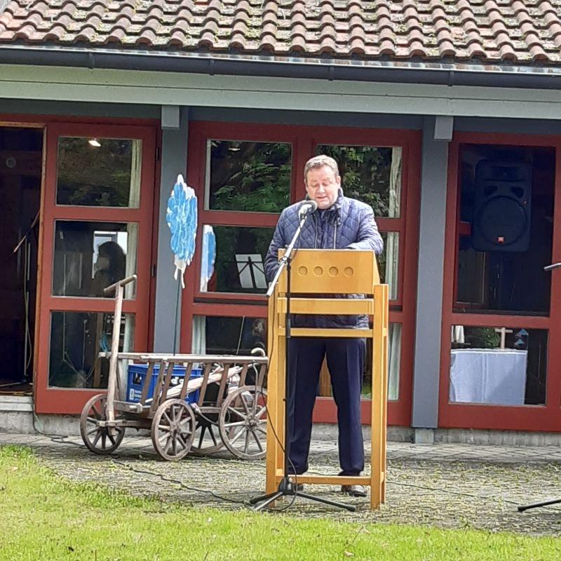 Gräfelfings Bürgermeister Köstler gratuliert