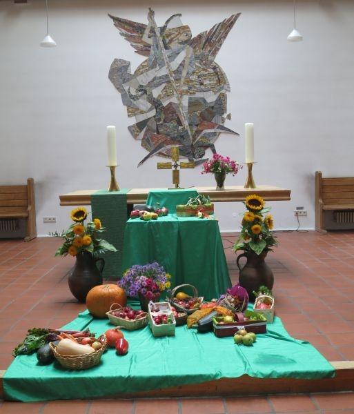 Erntedank: der geschmückte Altar