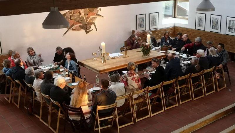April: Tischabendmahl an Gründonnerstag